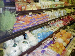 Photo shows fresh produce on store shelves.