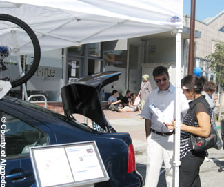 Photo of a Green Team member talking with a citizen at the Solano Stroll.